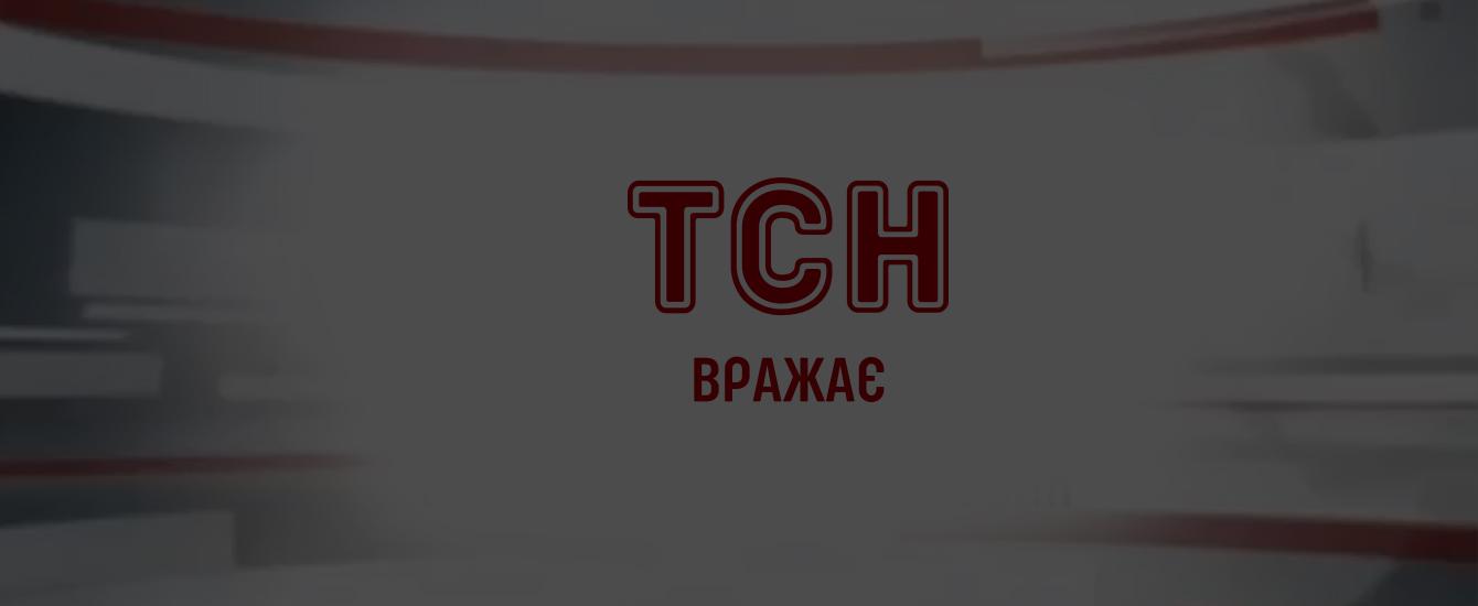 """В центре Киева громадная куча снега раздавила красную """"Мазду"""""""